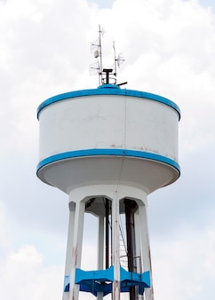 Hoge watertank
