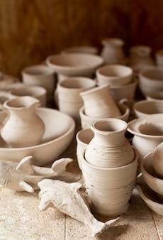 Hoge weergave aardewerk binnenshuis workshop