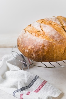 Hoge weergave brood en doek in de keuken