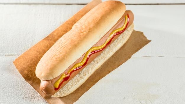 Hoge weergave eenvoudige hotdog