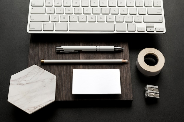 Hoge weergave kopie ruimte visitekaartje op moderne tafel