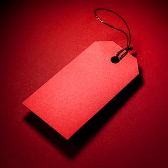 Hoge weergave rode prijskaartje met schaduw