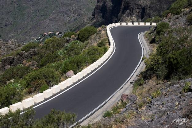 Hoge weergave van een lege snelweg