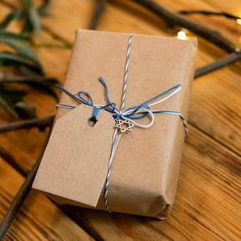Hoge weergave verpakt geschenk traditionele chanoeka joodse concept