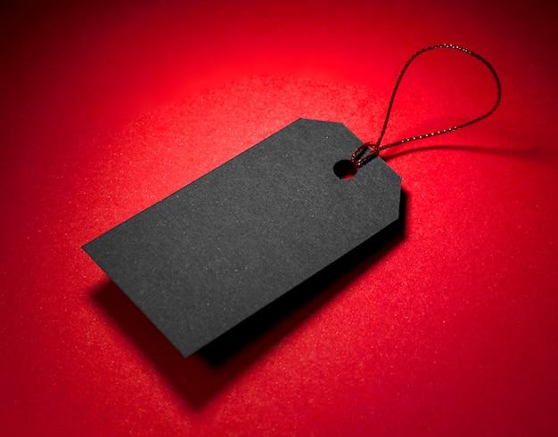 Hoge weergave zwart prijskaartje met schaduw