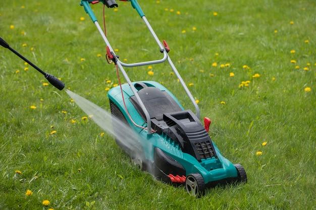 Hogedrukreiniger wast grasmaaier met waterstraal