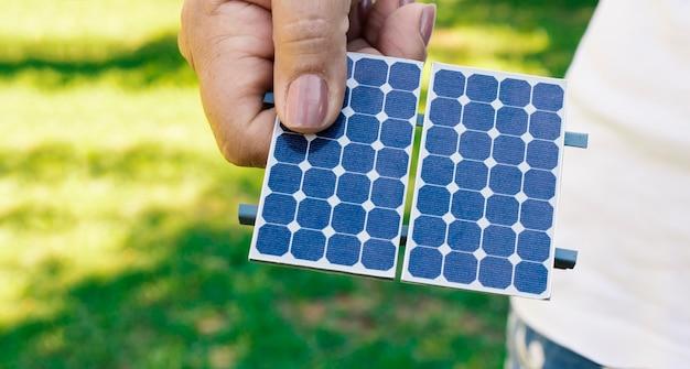 Holding zonne-energie fotovoltaïsch paneel