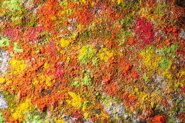 Holi festivalviering. traditionele indiase holi kleuren poeder decoratie