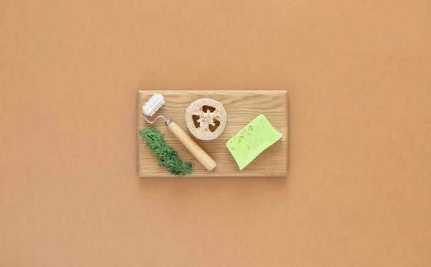 Home beauty, spa en netheid essentials. kopieer ruimte. plat liggen.