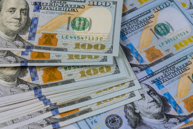 Honderd amerikaanse dollars bankbiljetten close-up