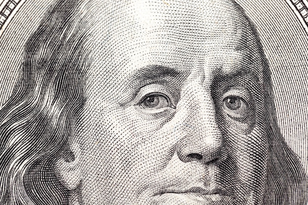Honderd dollar - gefotografeerde close-up van amerikaans papiergeld ter waarde van honderd dollar