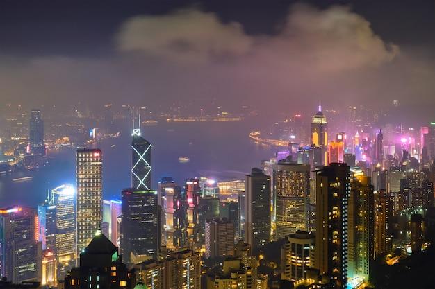 Hong kong-de cityscape van de wolkenkrabbershorizon mening