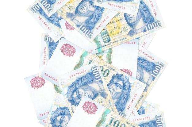 Hongaarse forintbiljetten vliegen naar beneden geïsoleerd op wit