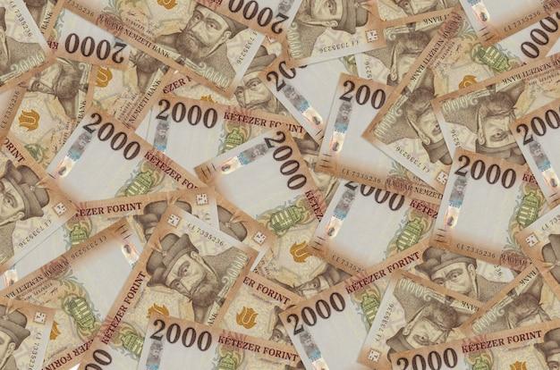 Hongaarse forintrekeningen die in grote stapel leggen