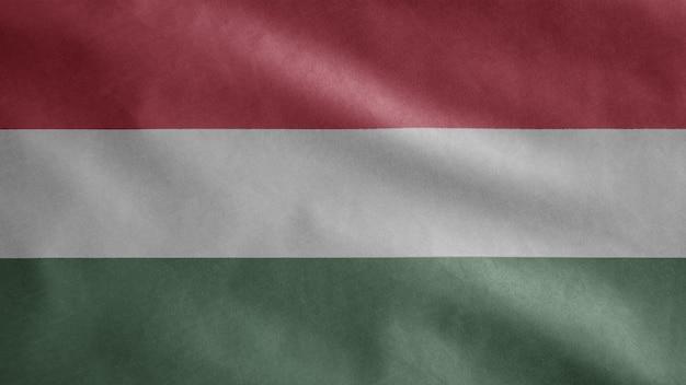 Hongaarse vlag wappert in de wind. close-up van hongarije banner waait zachte en gladde zijde