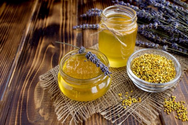 Honing en bijenpollen op zak