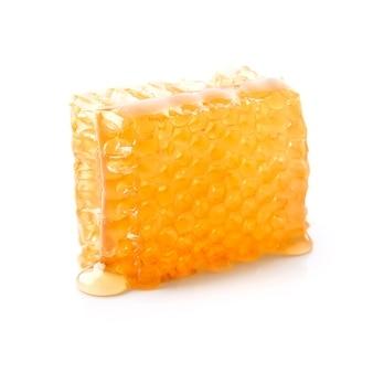 Honing en honingraat geïsoleerd op wit