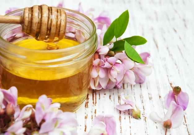 Honing met acacia-bloesems