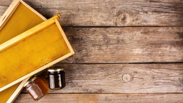 Honingpotten met honingraat