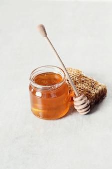 Honingraat met pot