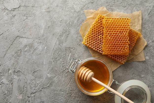 Honingraten, honing en beer, bovenaanzicht
