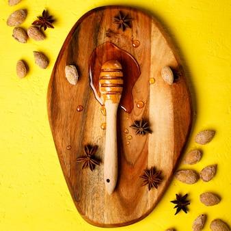 Honingsdipper met noten en kruiden