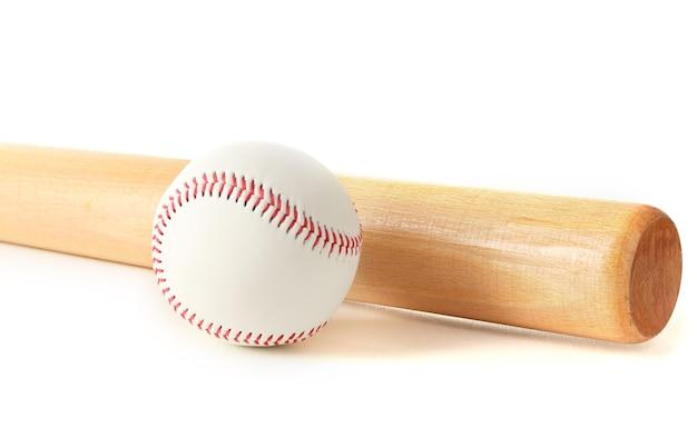 Honkbalbal en knuppel op wit