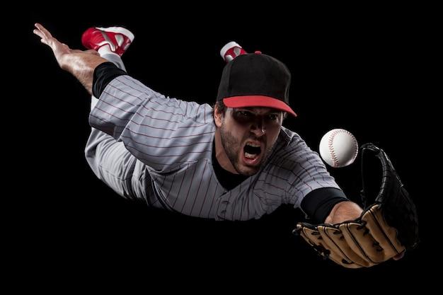 Honkbalspeler die een bal vangt. studio opname.