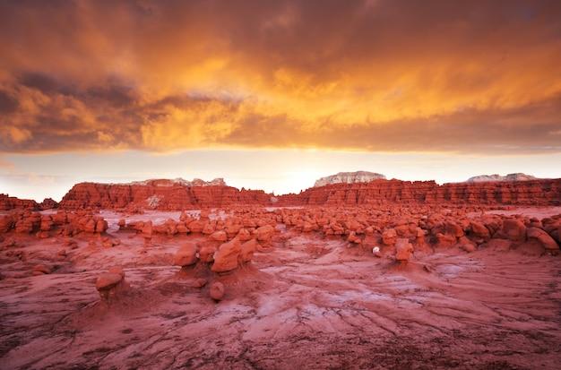 Hoodoos-formatie in de woestijn van utah, vs.