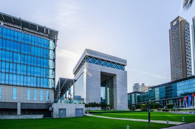 Hoofdgebouw van dubai international financial centre, het snelst groeiende internationale financiële centrum in het midden-oosten.
