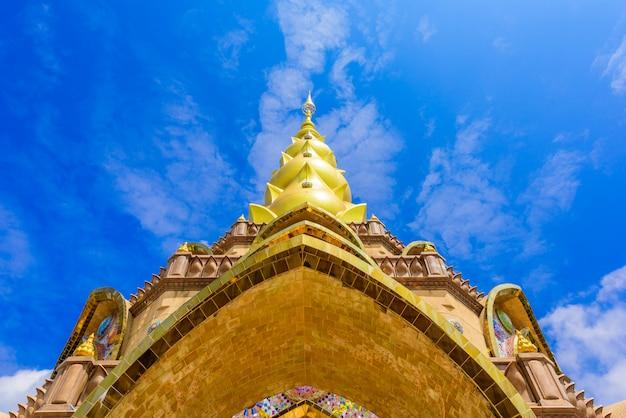 Hoofdpagode in wat phra that pha son kaew-tempel in phetchabun thailand