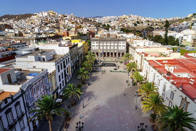 Hoofdplein van las palmas de gran canarias. luchtfoto met zijn veelkleurige huizen in de typische koloniale stijl van de stad. spanje. europa.