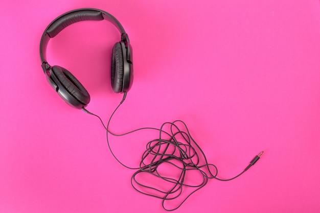 Hoofdtelefoon op roze