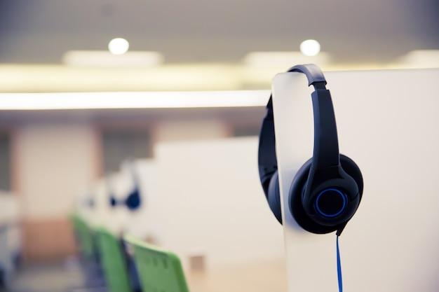 Hoofdtelefoon voor callcenter en hotline-kamer.