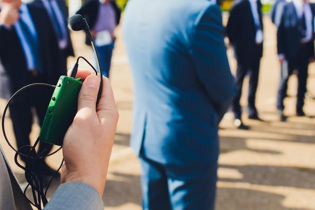 Hoofdtelefoon voor simultaan vertalen, hoofdtelefoon voor vertalers.