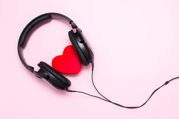 Hoofdtelefoons en hart, hou van muziek concept