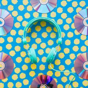 Hoofdtelefoons ingelijst door cd's