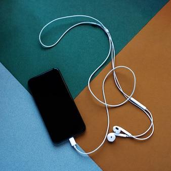 Hoofdtelefoons van de telefoon hebben zich ontwikkeld tot een figuur van een g-sleutel
