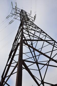 Hoogspannings elektrische toren. hoogspanningsmast voor elektriciteit