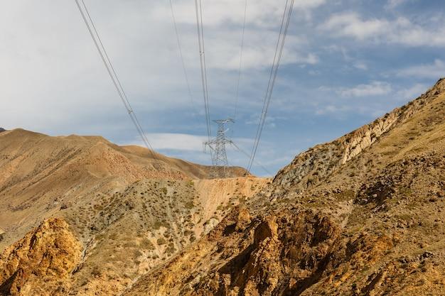 Hoogspanningslijn in kirgizië.