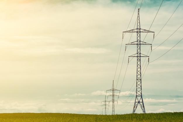 Hoogspanningstorens, lijnelementen voor stroomtransmissie.