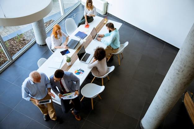 Hoogste mening bij bedrijfsmensen in het bureau