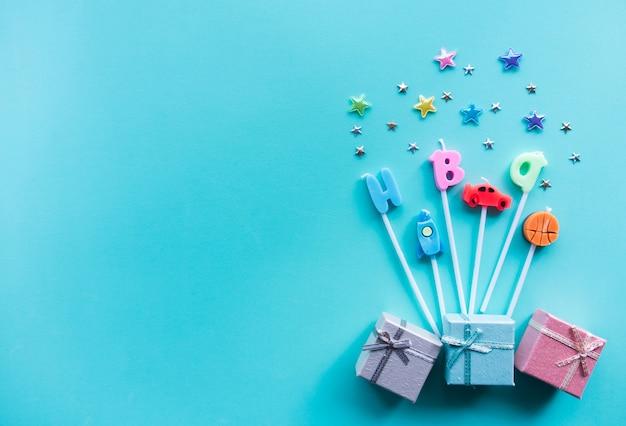 Hoogste mening, kleurrijke gelukkige verjaardagskaarsen.