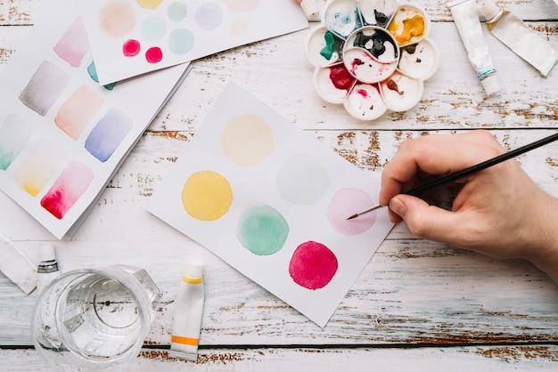 Hoogste mening van hand het schilderen