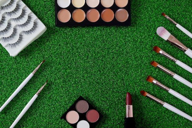 Hoogste mening van het schoonheidsmiddel van vrouwen op groene achtergrond.