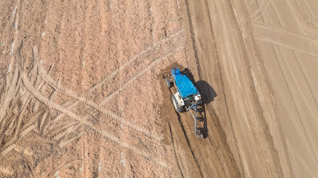 Hoogste mening van landbouwtrekkervoertuigen die bij gebied werken