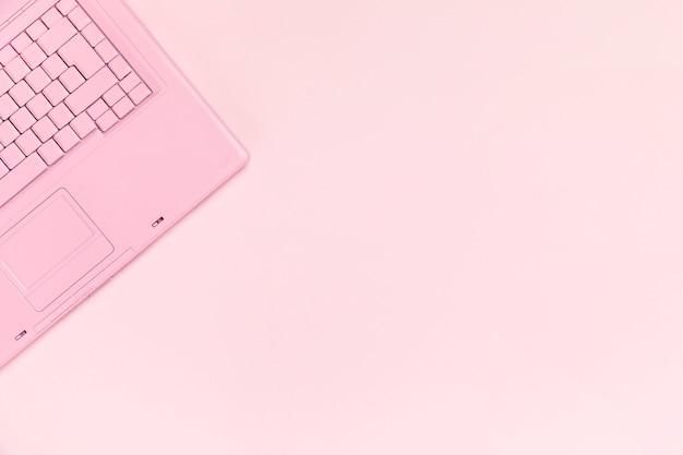 Hoogste mening van roze toetsenbord met copyspace