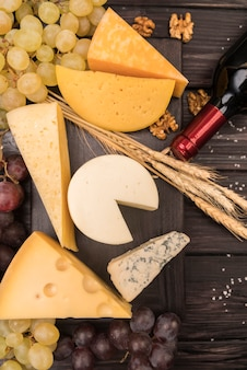 Hoogste meningsverscheidenheid van smakelijke kaas met druiven op de lijst