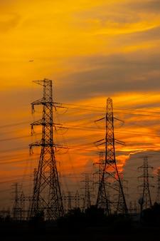 Hoogwaardige elektrische paal op de krachtcentrale