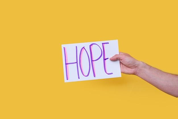 Hoop handgeschreven woord op een witboek-karton op een geïsoleerde achtergrond